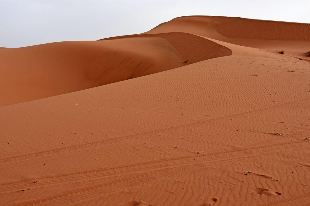 Wüstenpanorama im Erg Chebbi, Marokkos grandioser Dünenlandschaft