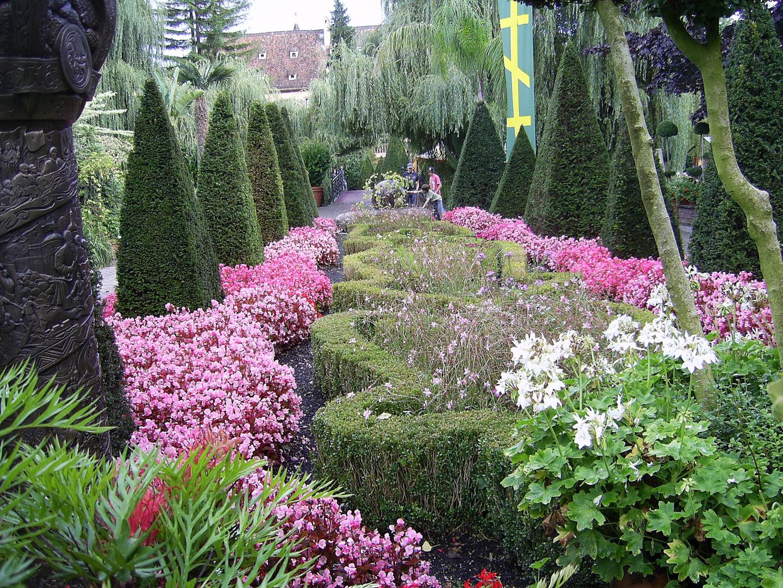 wunderschöner blumengarten im europapark