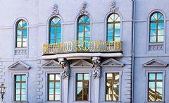 wunderschoener goldener Balkon in Potsdam