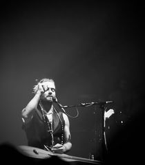 Xavier Rudd and the United Nations b/w