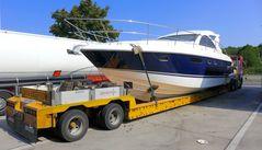 Yacht auf dem Trockenen
