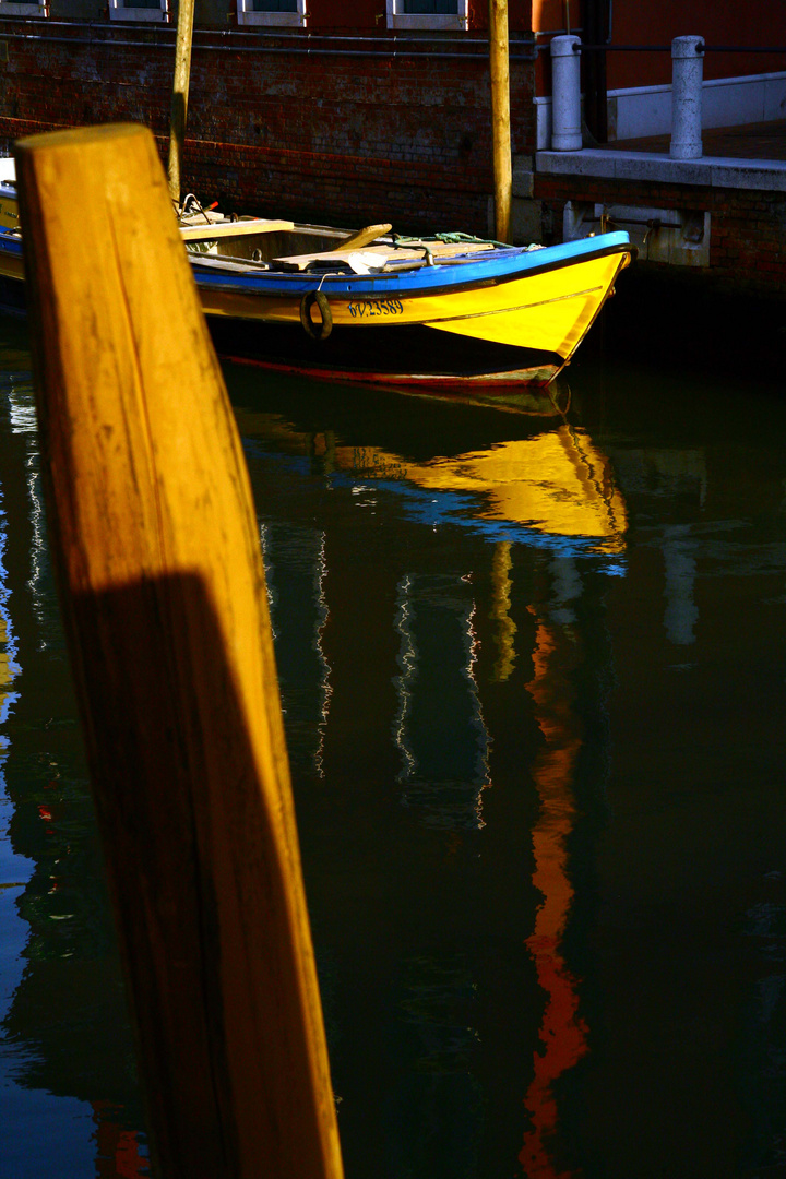 """Yellow """"sub""""marine"""