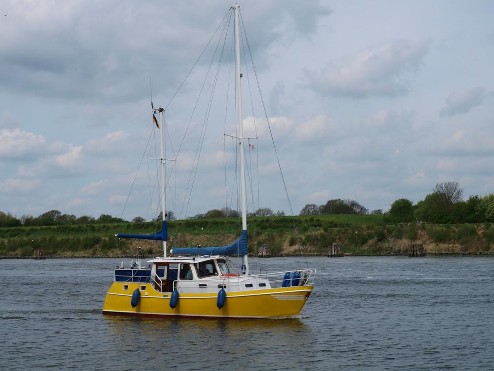 yellowboat auf dem Nord-Ostsee-Kanal