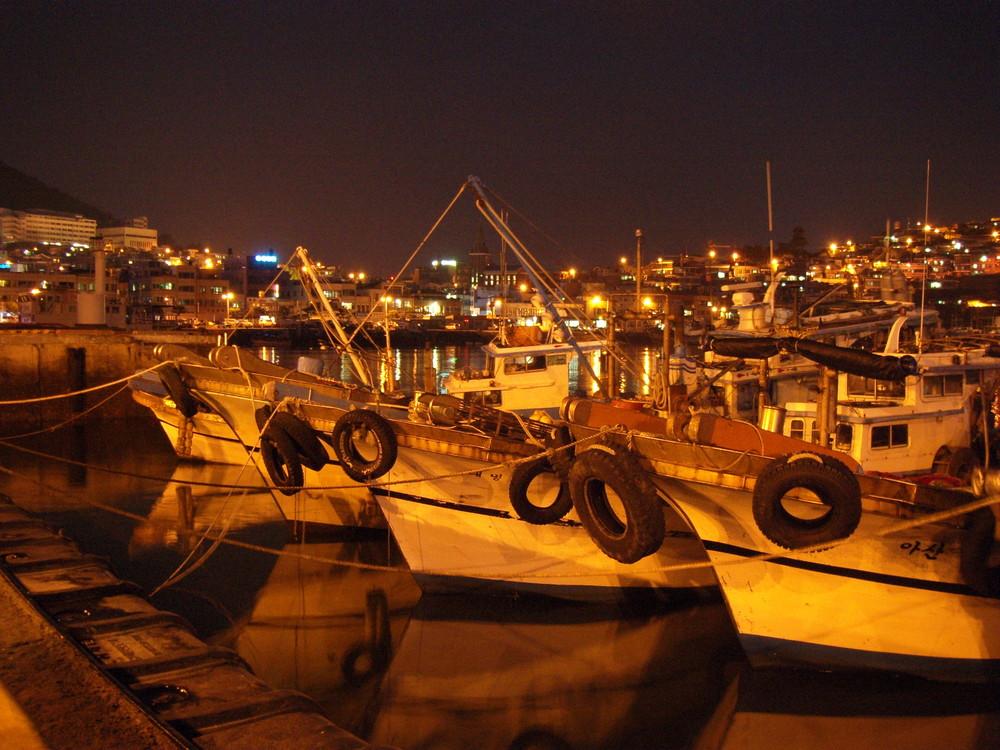 Yeosu Hafen bei Nacht