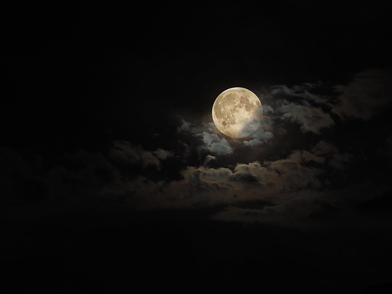 Yesterday I shot the full moon :-)