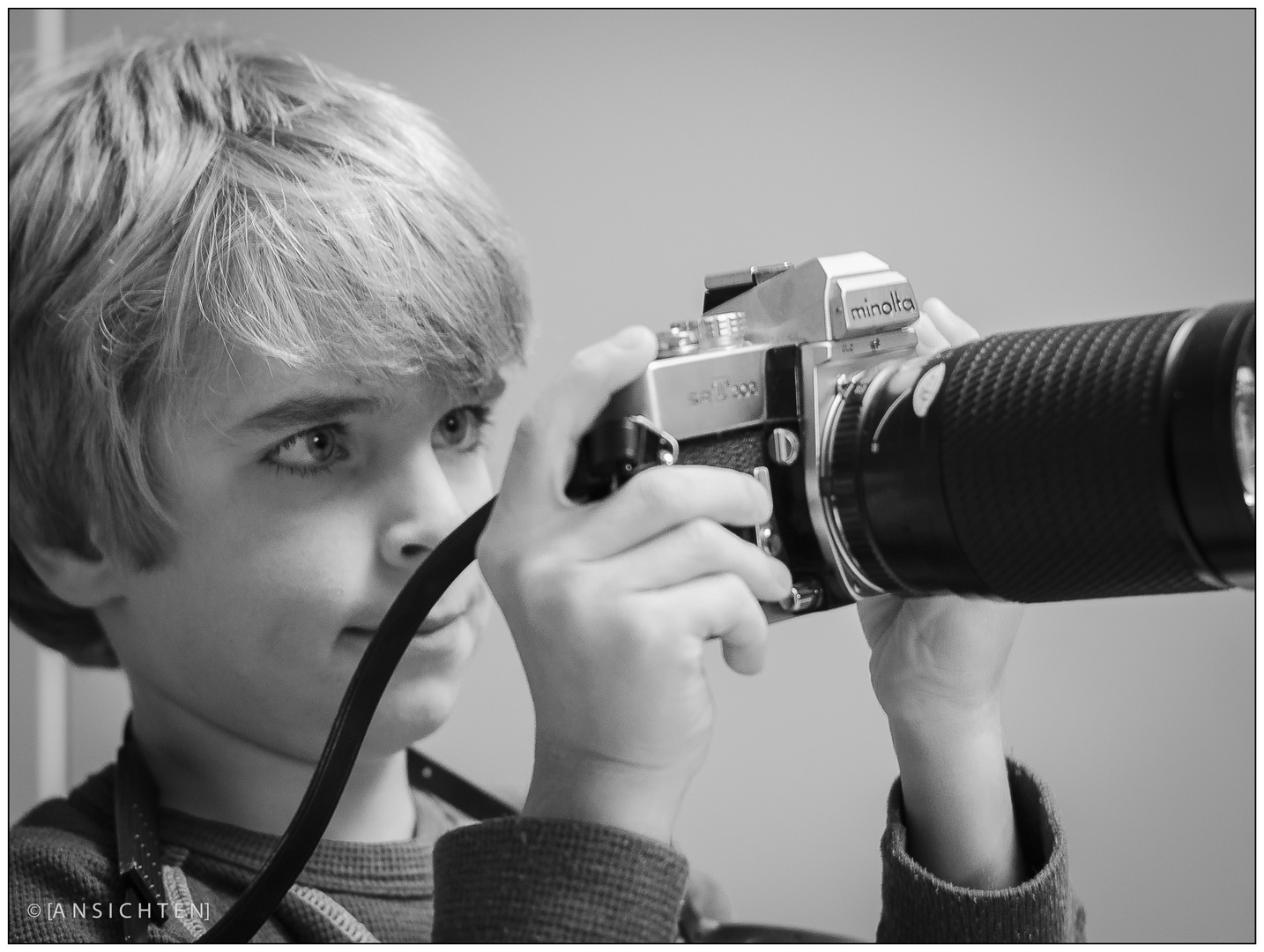 [young photographer]
