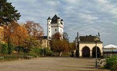 Zauberhaftes Eltville - Rheinufer-Promenade mit Kurfürstlicher Burg