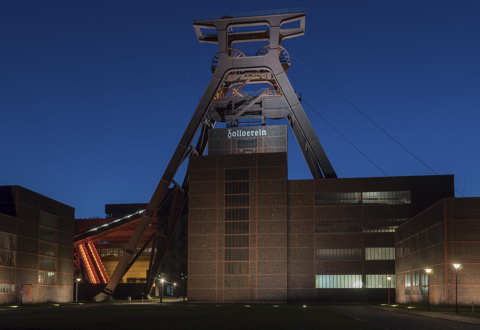 Zeche Zollverein Essen bei Nacht