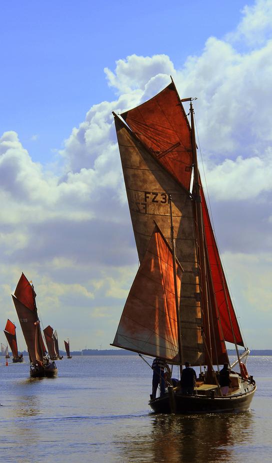 Zeesenboote bei der Ausfahrt aus dem Althäger Hafen