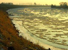 Zeitdokument: Eisgang an der Weser im Winter 2006...