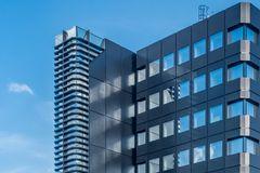 Zeitgemässe Architektur mit Spiegelung