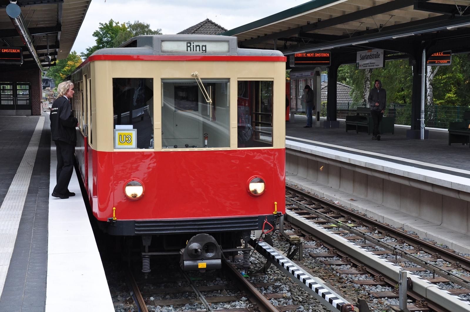 Zeitreise in einer historischen U-Bahn während der Fahrzeugparade...