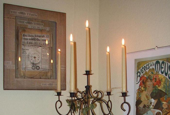 Zeitungsuhr (1) mit Kerzen