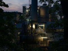 Zementwerk bei Nacht