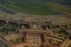 Zentralflughafen - IV.
