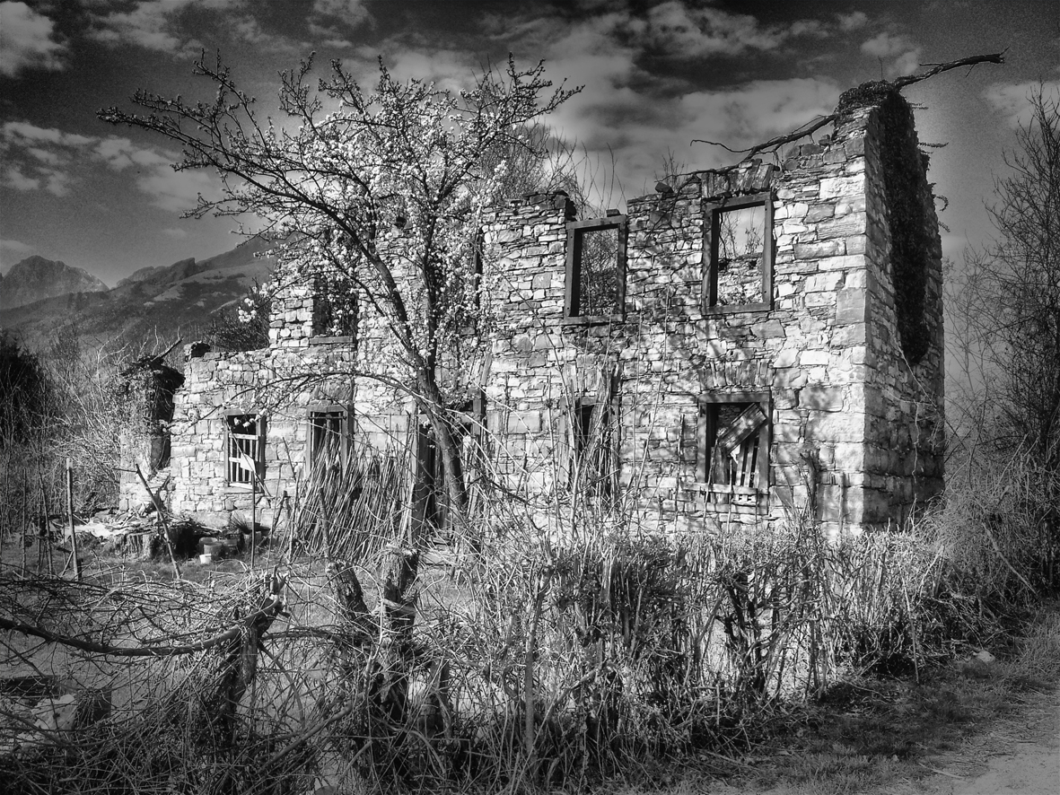 Zerfallenes Haus