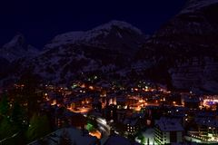 Zermatt bei Nacht mit Matterhorn