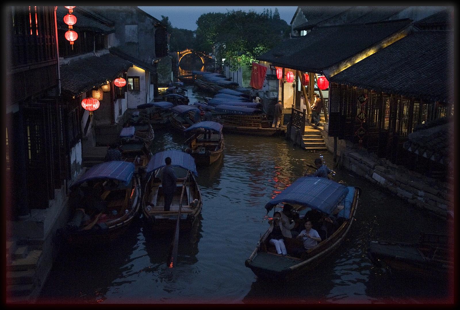 Zhouzhuang, bousculade nocturne sur le canal