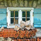 Ziegel vor dem Fenster