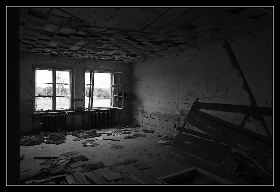 zimmer mit aussicht foto bild architektur lost places marode bilder auf fotocommunity. Black Bedroom Furniture Sets. Home Design Ideas