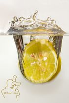 Zitrone geht baden