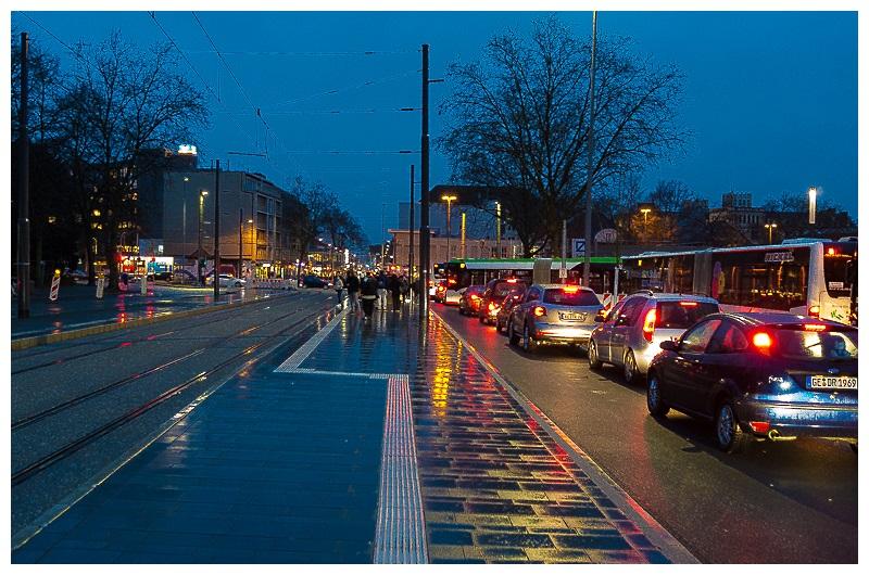 ZOB Buer Rathaus abendliche Rush Hour