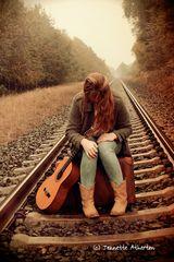 Zoe Kalcum - Fall apart