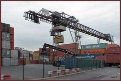 Zu Besuch bei Contargo - Hafen Neuss - Verladekran für Container