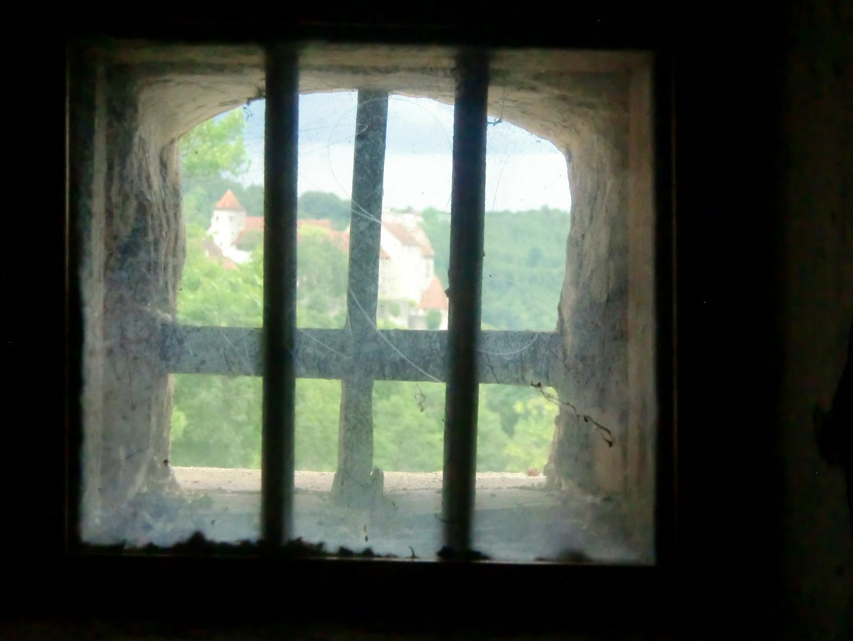 Zu Hause -   Blick aus dem Toilettenfenster