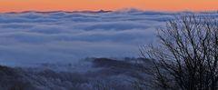 Zu Silvester am Morgen  Himmelsrot über dem 120km entfernten Riesengebirge...