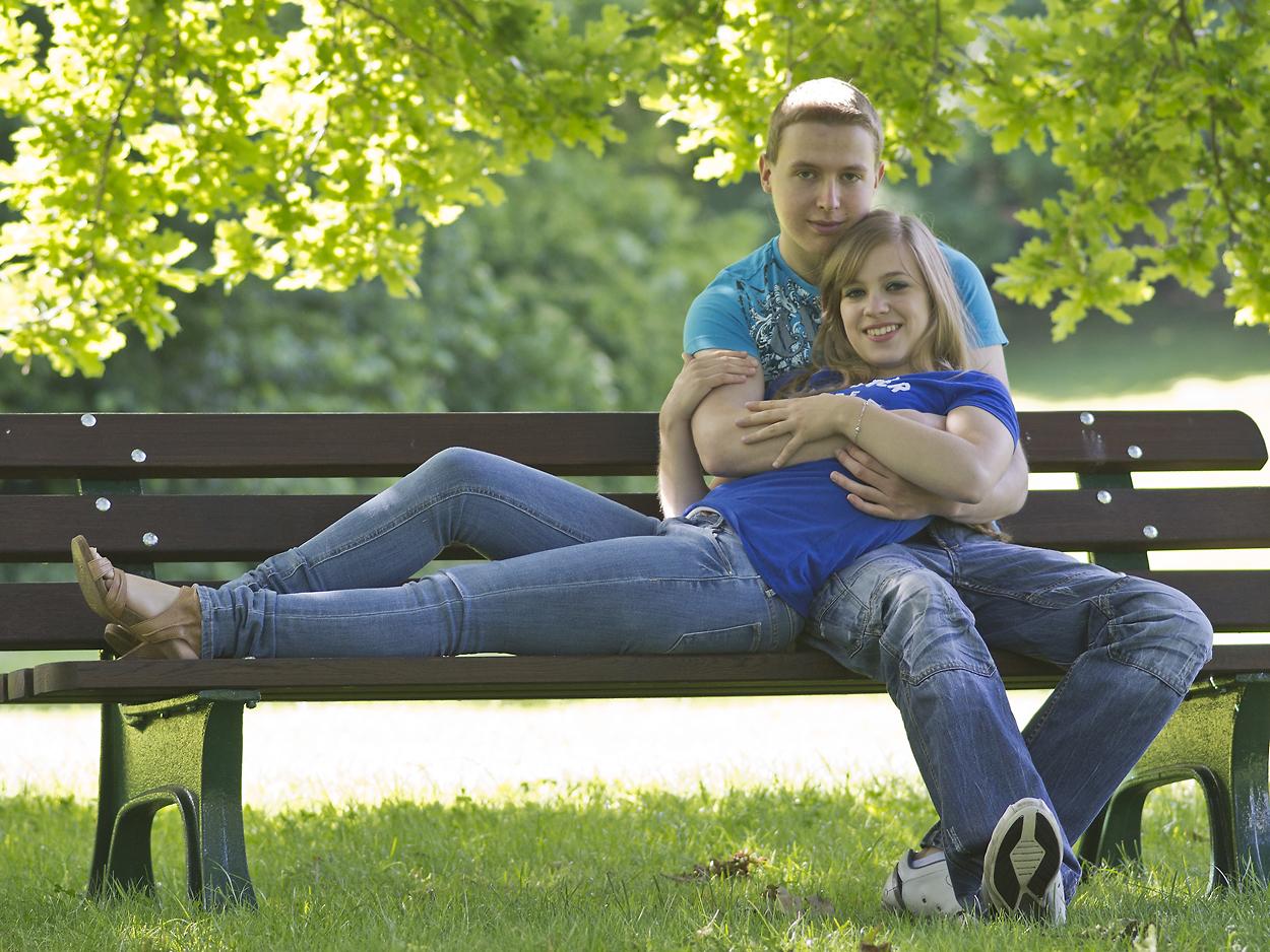 zu zweit auf einer Bank Foto & Bild | jugend, outdoor