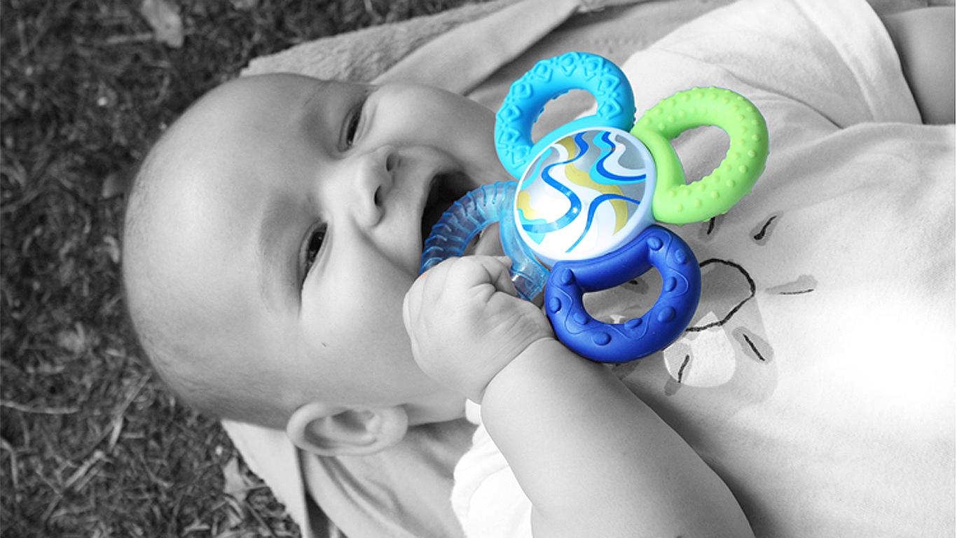 Zuckersüßes lachendes Baby