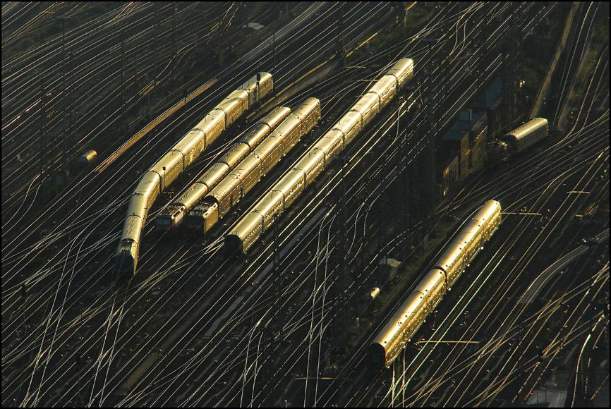 Züge im Abendlicht