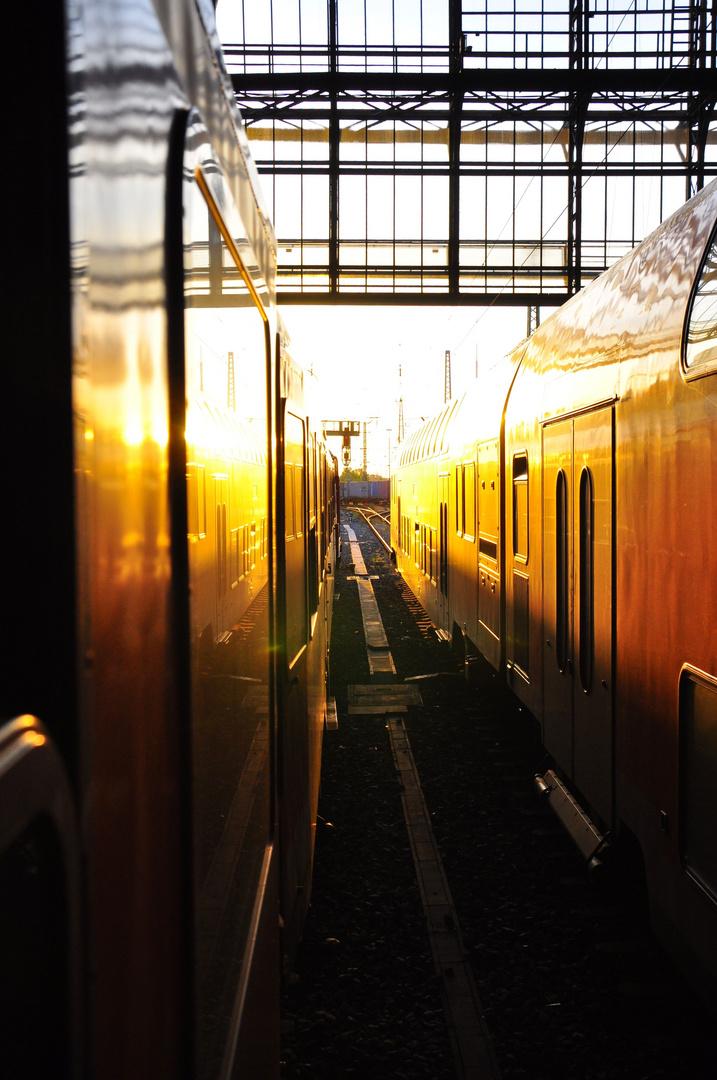 Züge im Sonnenuntergang