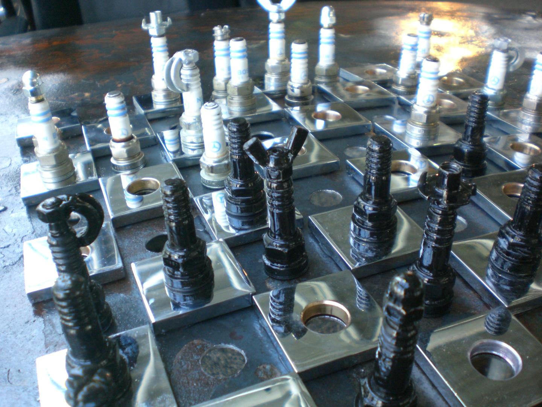 Zündkerzen Recycling Schachfiguren