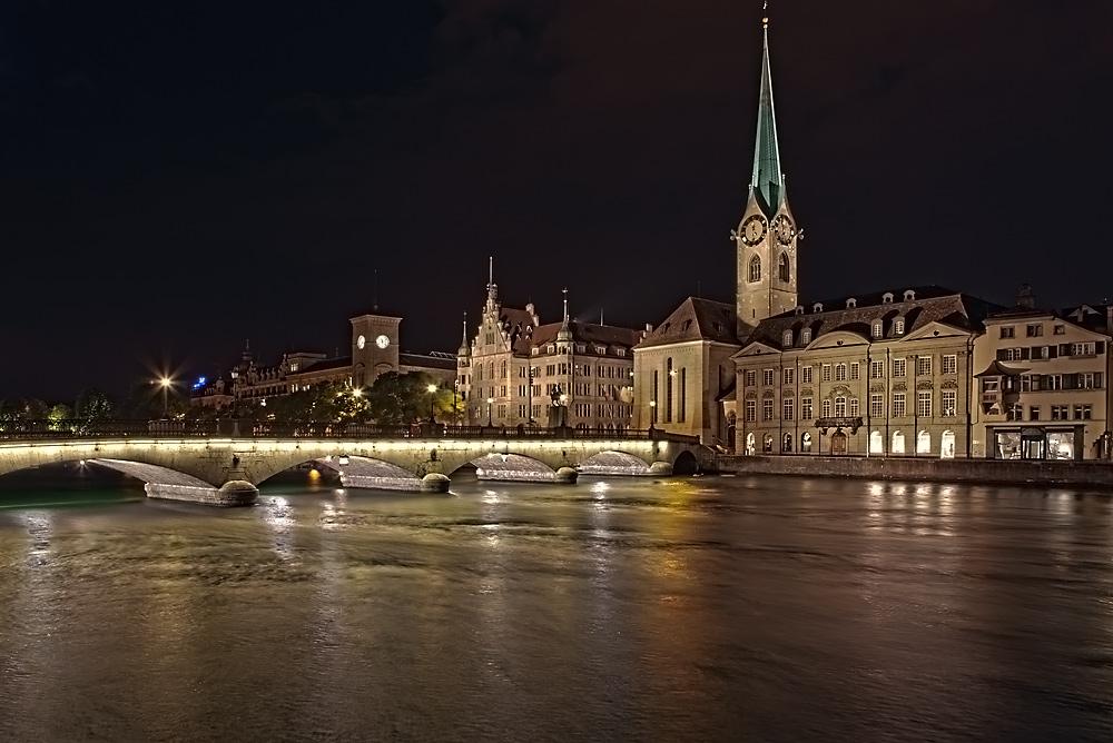 Zürich at night...