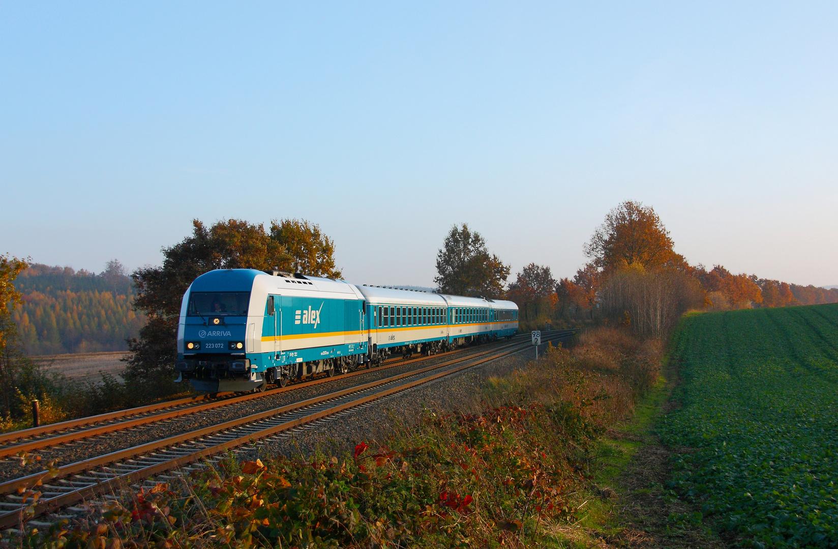 Zug an einem kalten Herbstnachmittag