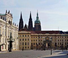 - Zugang zur Prager Burg ...
