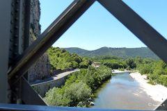 Zugfahrt durch das Gordontal - Fahrt über eine Brücke