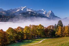 Zugspitzmassiv im Herbst, Oberbayern