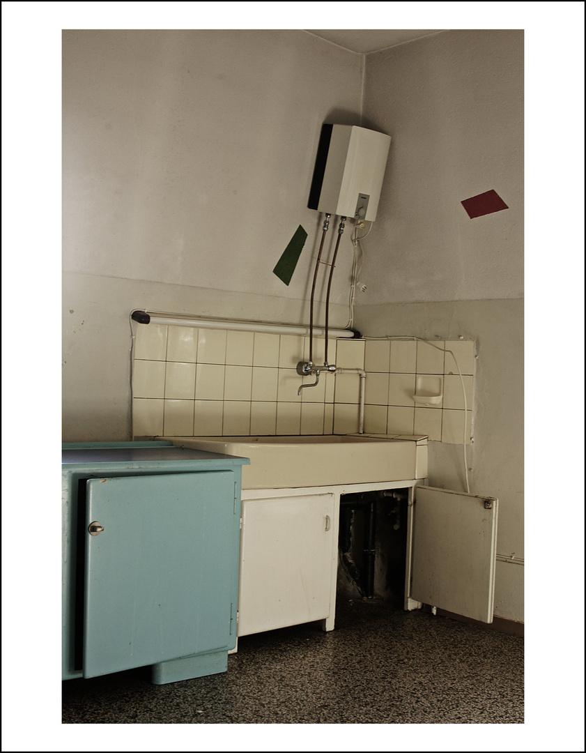 Zum Abbruch frei gegeben: Der Küchenschrank Foto & Bild ...