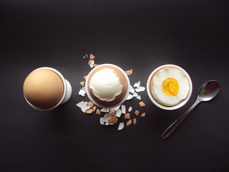 zum Frühstück ein Ei..
