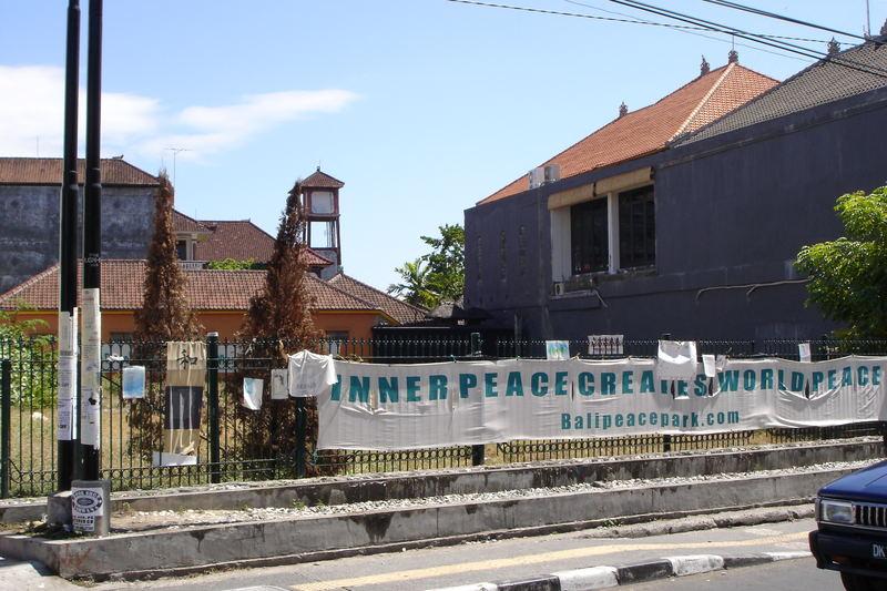 Zum Gedenken an die Opfer, die 2002, beim Bombenattentat, auf Bali, ums Leben kamen....