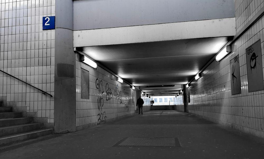 zum Gleis-2 Passage ES p-21-04-swfx +Fotos