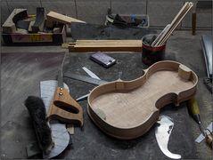 Zum Werkzeug der Geigenbauerinnen ...