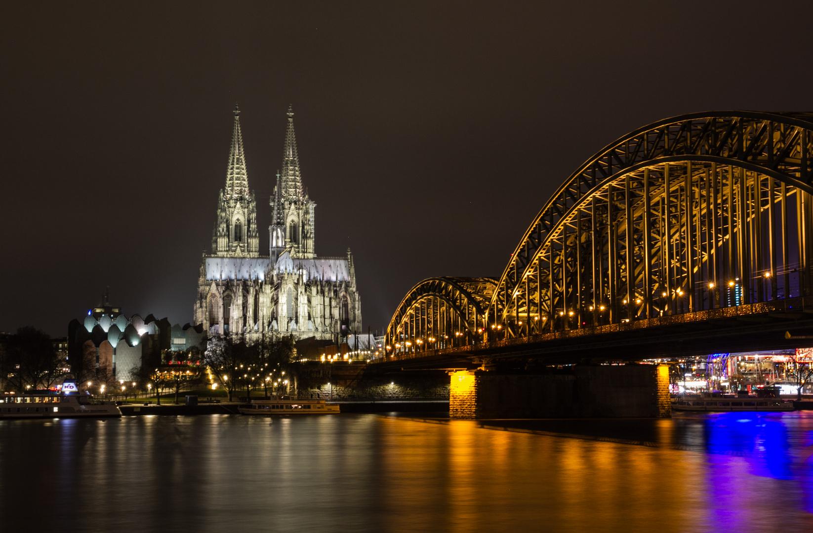Zur Zeit mein Lieblingsbild von Köln  ;´-))