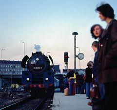 Zurücktreten von der Bahnsteigkante