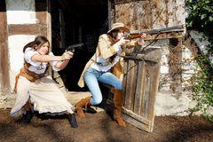 Zwei Banditinnen