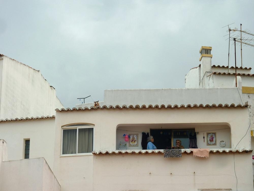 zwei Frauen auf dem Balkon - zoom