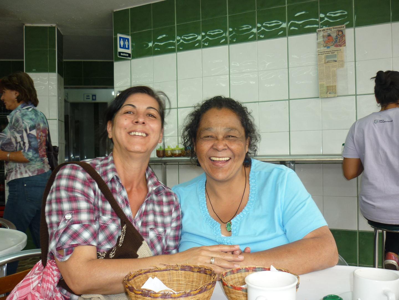 Zwei Frauen ein Lächeln